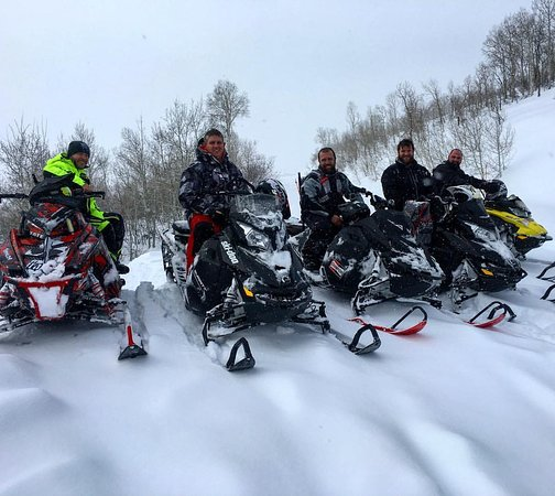 Saratoga Springs, Юта: Customers enjoying a day out in the backcountry on snowmobiles