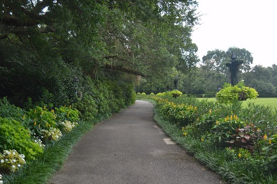 Bellingrath Gardens and Home: Graceful pathways