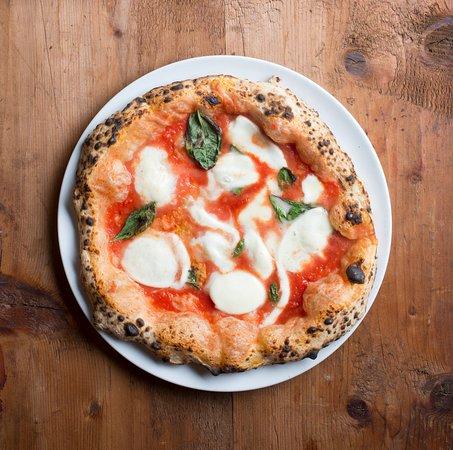 Frossasco, Италия: La pizza napoletana come tradizione comanda.
