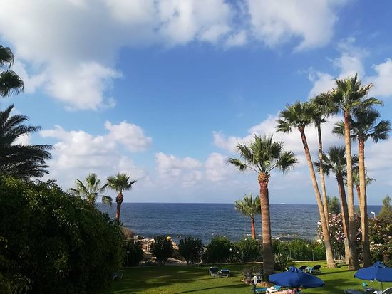 Rododafni Beach Holiday Apartments & Villas : The view from our balcony