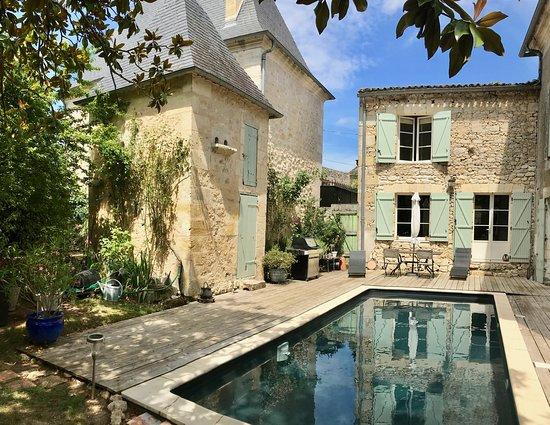Tizac-de-Curton, France : Piscine chauffée - Domaine l'amourette