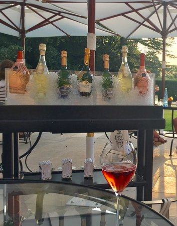 Chateau Les Crayeres: The lovely champagne trolley on the terrace with your favourite choice.