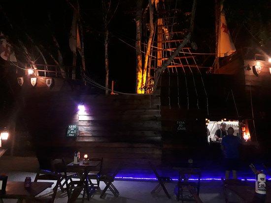 Espetinho do Capitão à noite