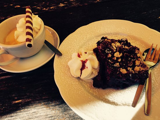 Weyarn, Germany: Blaubeerstrudel mit Eispresso