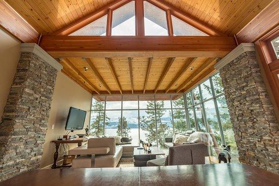 Outback Lakeside Vacation Homes: Ridge Home Living Room