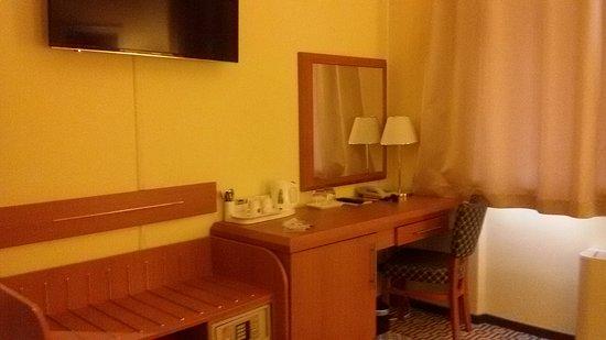 Astoria Hotel: 20180708_172719_large.jpg