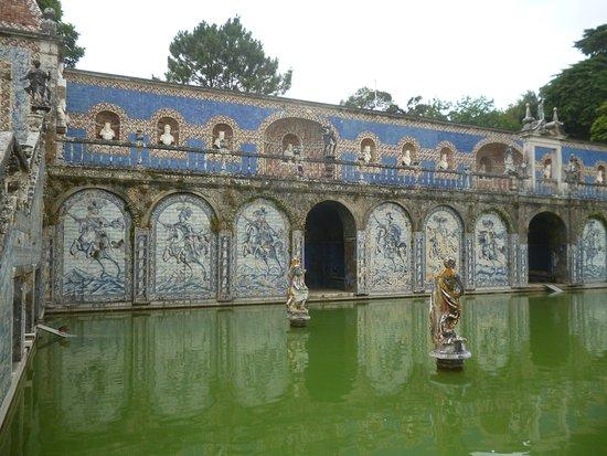 Palácio dos Marqueses de Fronteira: la spettacolare vasca nel giardino