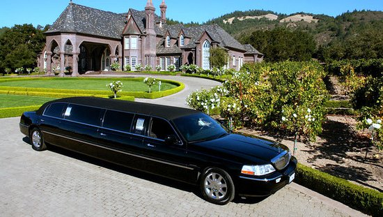 Nevada City, CA: Our Stretch Limo at a beautiful winery!