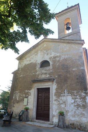 Farnetella, Italia: a church in the little town right above where the villa is