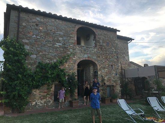 Farnetella, Italia: the outside of the villa, really lovely