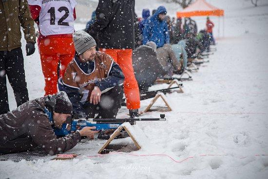 Altitude Biathlon: une initiation de biathlon par tous les temps pour team building à la neige