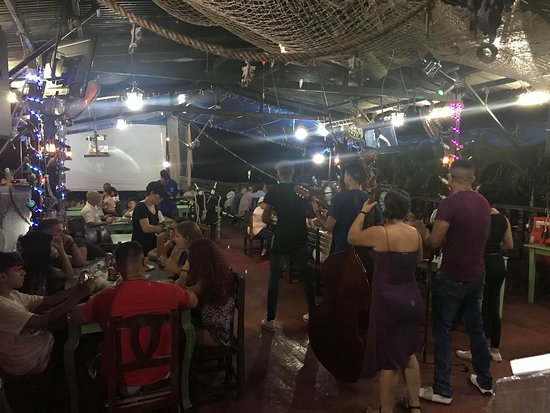 Nueva Gerona, Kuba: Noche de Verano en El Galeón