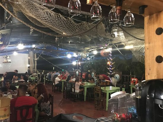 Nueva Gerona, Kuba: El Galeón en esta etapa de VERANO marcha viento en popa