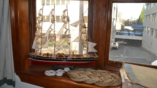 Astor Private Hotel: Model ship, ship's mat in the guest lounge.