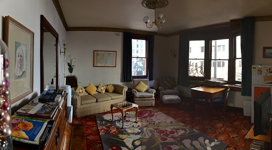 Astor Private Hotel: Overall view of the guest lounge