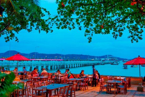 Kan Eang@Pier: Evening ambiance