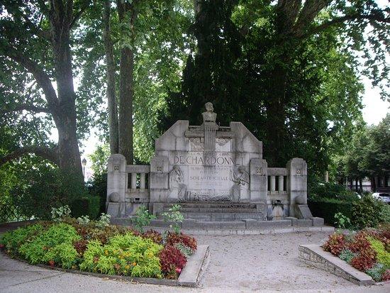 Monument au comte Hilaire de Chardonnet