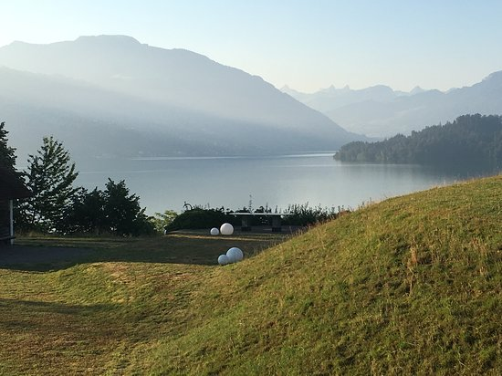 Risch, Switzerland: Uitzicht vanaf je balkon, niks mis mee toch