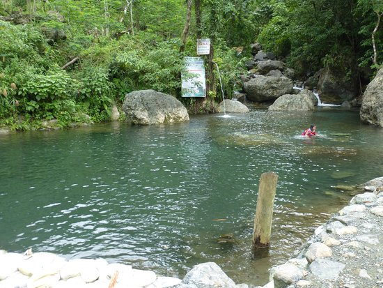 Cabadbaran, Filippinene: A Local Attraction... Puting Bato Natural Mineral Pool