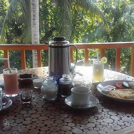 Mahanadewi Villa : Breakfast in the room terrace