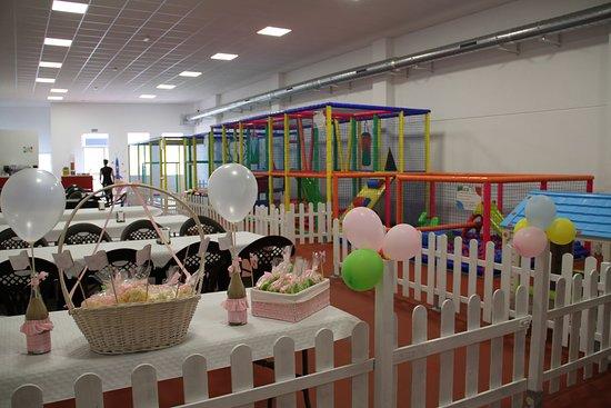 Cartaya, Spain: Vista desde el fondo del parque de bolas preparado para una fiesta de cumpleaños.
