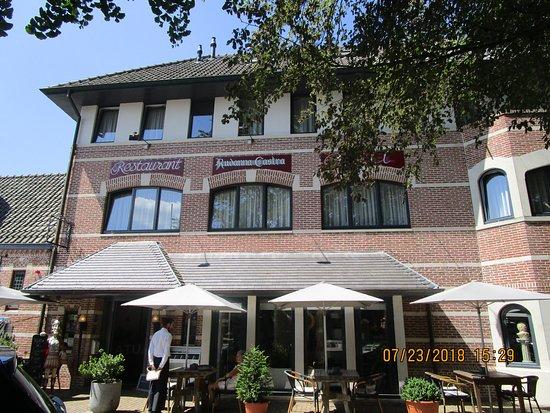 Aardenburg, Países Bajos: La terrasse (confortable et ombragée...)