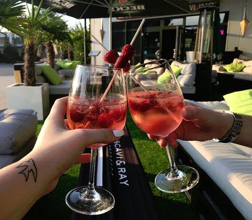 Ойтен, Германия: Genießen Sie unsere Special Drinks in unserer gemütlichen Summer Lounge.