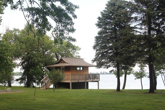 Round Lake Vineyards & Winery : Spectacular shoreline on Round Lake, MN