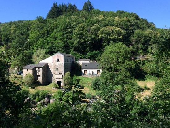 Le Bez, France: Vue d'ensemble du Moulin de Record dans le Tarn