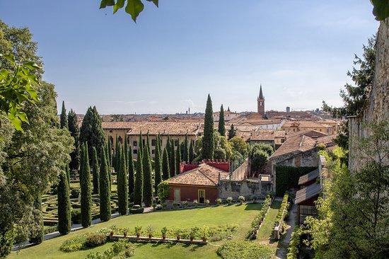 Ausblick über die stadt bild von palazzo giardino giusti verona