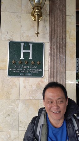 Ritz Apart Hotel: 5 star rating at the entrance