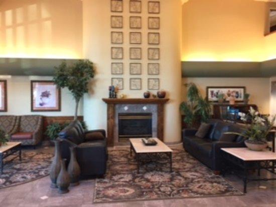 Oxford Suites Yakima: Lobby