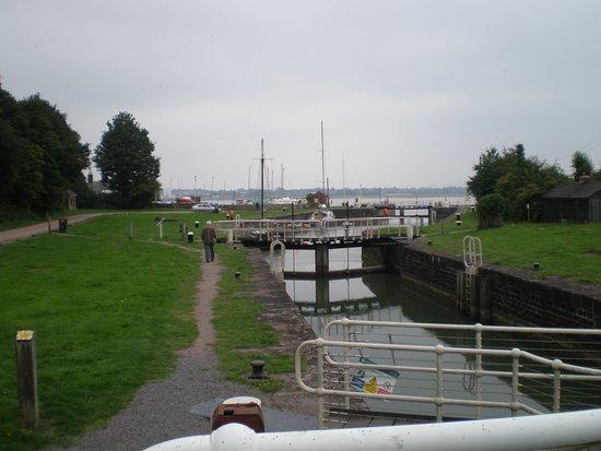 Lydney Harbour: Lydney Locks