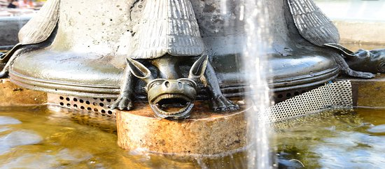 Marktbrunnen: Een detail van een van de spuwers e.d.