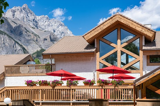 Alpha Bistro Summer Patio   At The Banff Rocky Mountain Resort