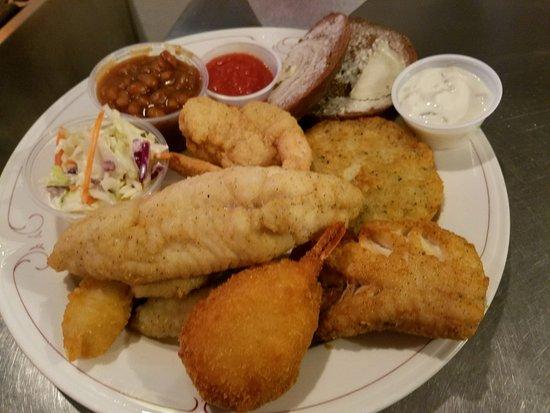 Wausaukee, Висконсин: Mixed Plate Fish Fry