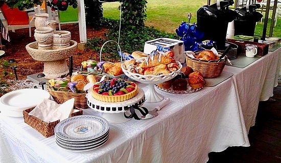 Blue Whale Inn: Complimemtary Country Continental Breakfast