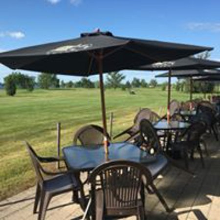Iroquois, Canada: Our patio overviewing the golf course and the St. Lawrence river.