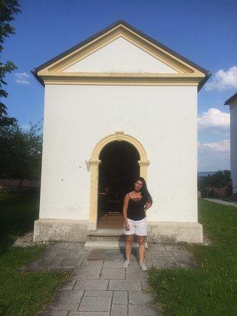 Capilla al lado de la iglesia