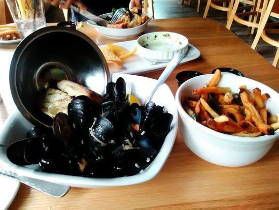 Euclid, OH: Mussels and Frites Appetizer