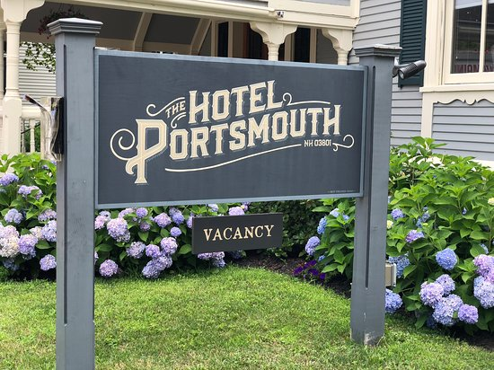 The Hotel Portsmouth : Wonderful typface on the hotel sign.