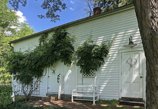 Sagamore Hills, OH: The Loft and Granary Room doors