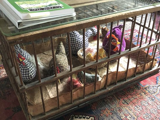 """Sagamore Hills, OH: Funky Coffee table with stuffed chickens-part of the """"funky in a good way"""""""