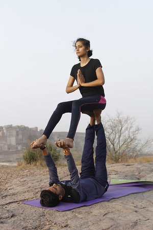 Jodhpur District, Indien: pairing yoga form pranav yogshala trainer