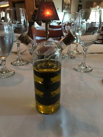 Ciao Bella Restaurant: Unique oil and vinegar spiral cruet