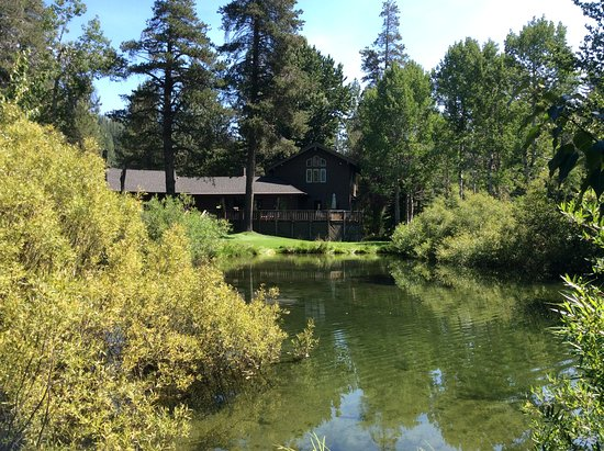 High Country Inn: View from pond