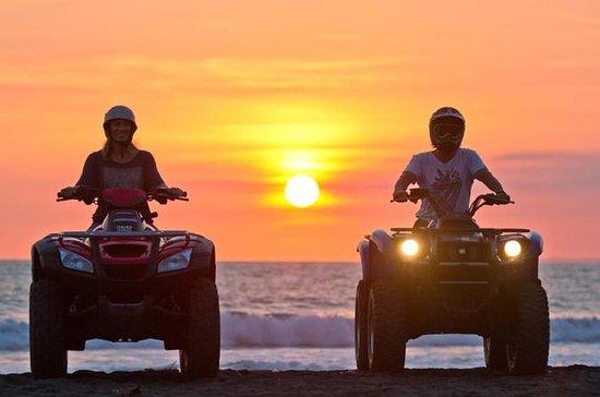 Moto quad pôr do sol
