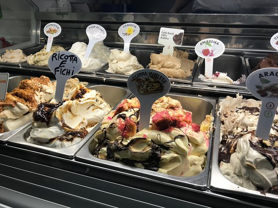 Gelateria Polo Nord: So many flavors!