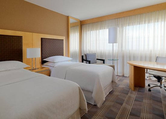 Sheraton Frankfurt Airport Hotel & Conference Center: Guest room