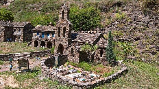 Le ron des fades village miniature: L'entrée (ou la sortie) du village